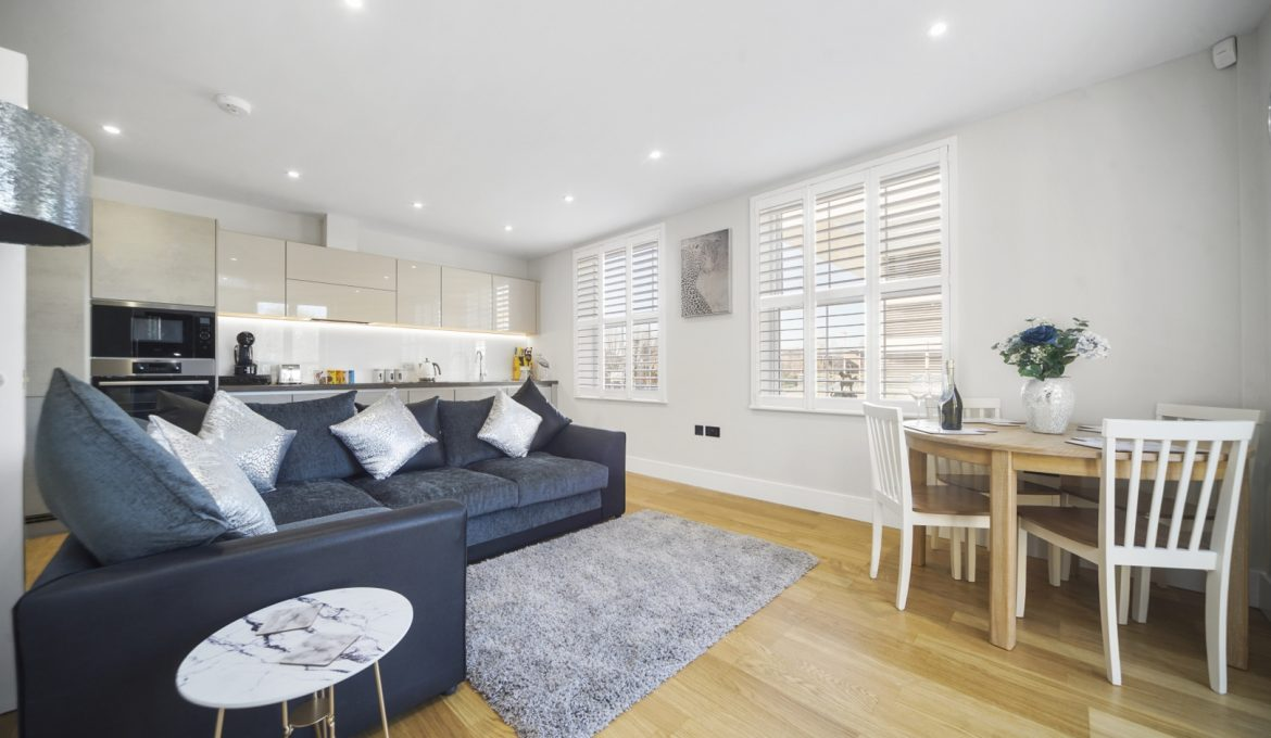 Bridge House Two Bed City Apartment in Staines upon Thames